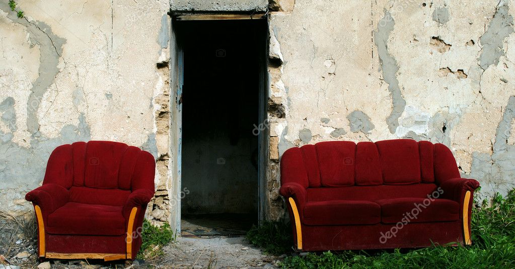 Red_armchair_and_sofa