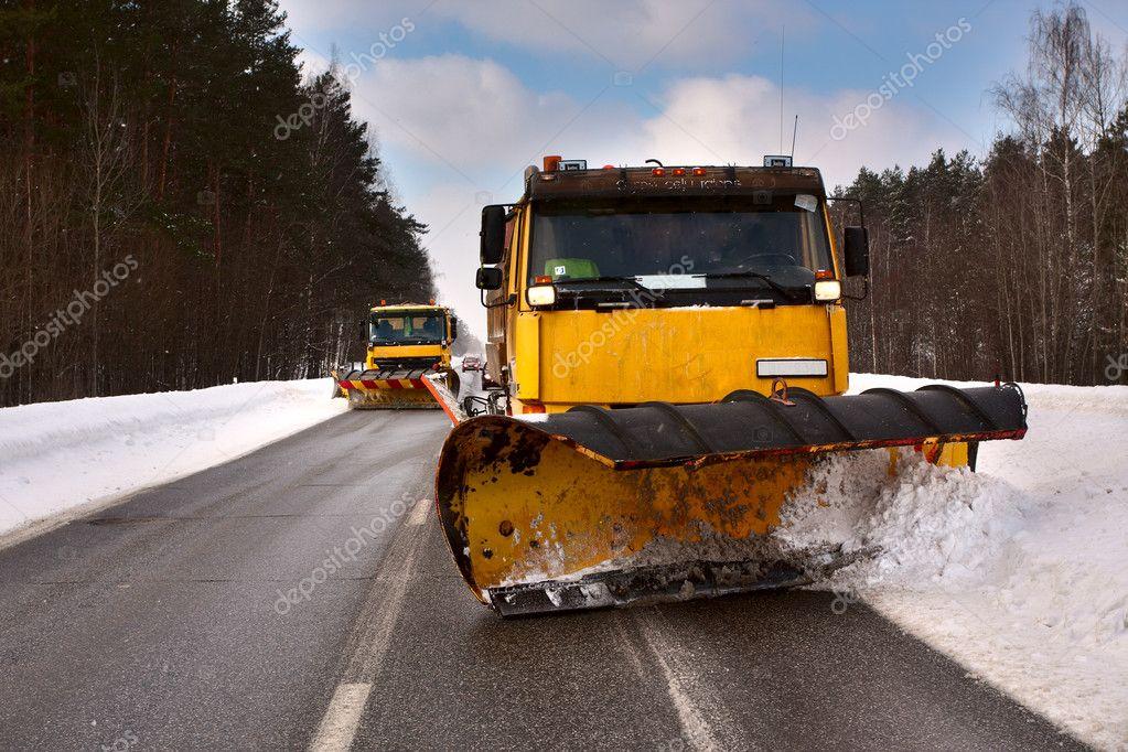 Snowplow vehicle working