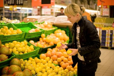 The woman buys lemons (Focus on hands)