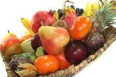 mix ovoce v košíku
