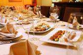 Banket stůl s občerstvením