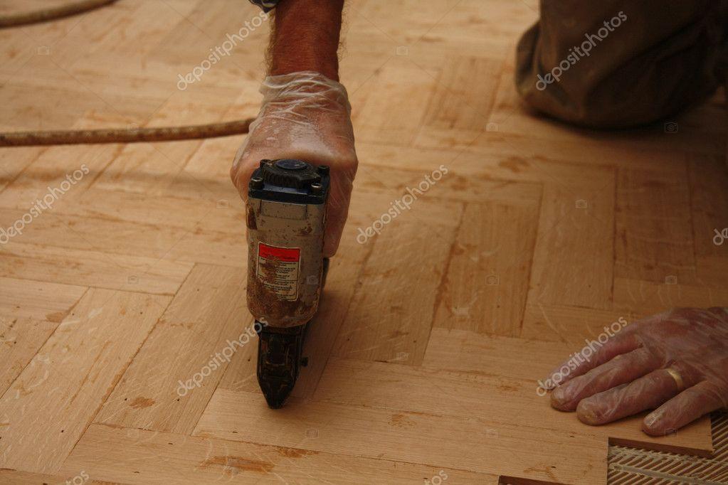 Colocaci n de parquet parquety foto de stock - Colocacion de parquet de madera ...