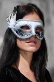 Fotografie Portrait schöne Frau im schwarzen Kleid Karneval Maske