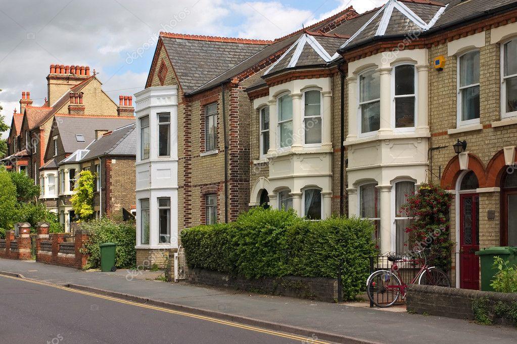 Una fila di caratteristici cottage inglese a cambridge for Piani architettonici di cottage