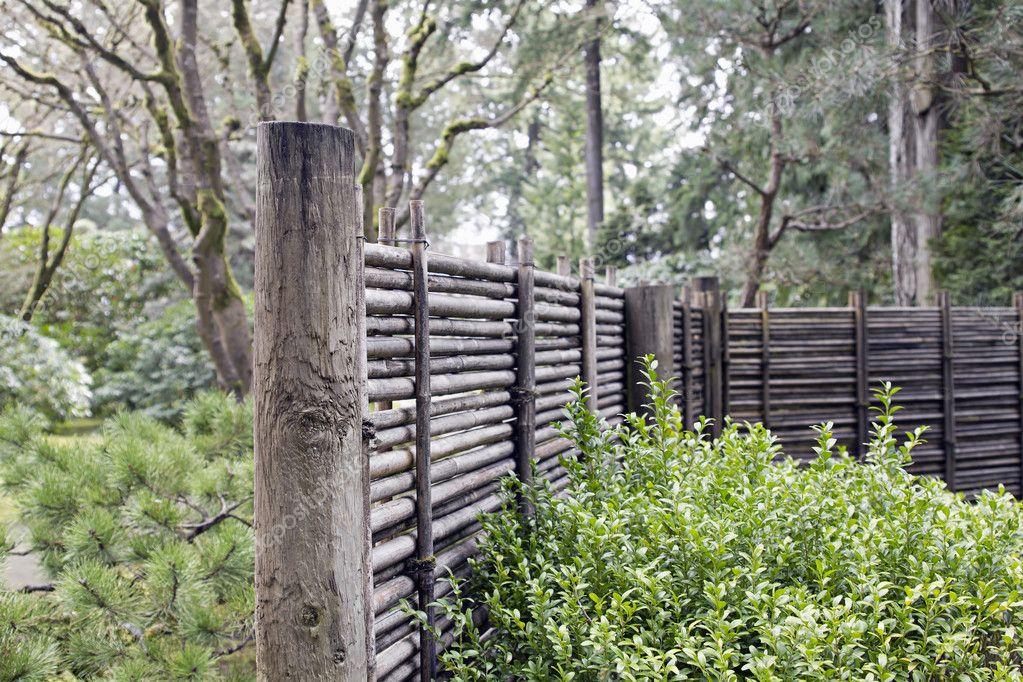 Holz Und Bambus Fechten Am Japanischen Garten Stockfoto C Davidgn