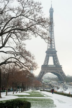 Eiffel tower under snow - Paris