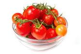 čerstvá rajčata přes bílý
