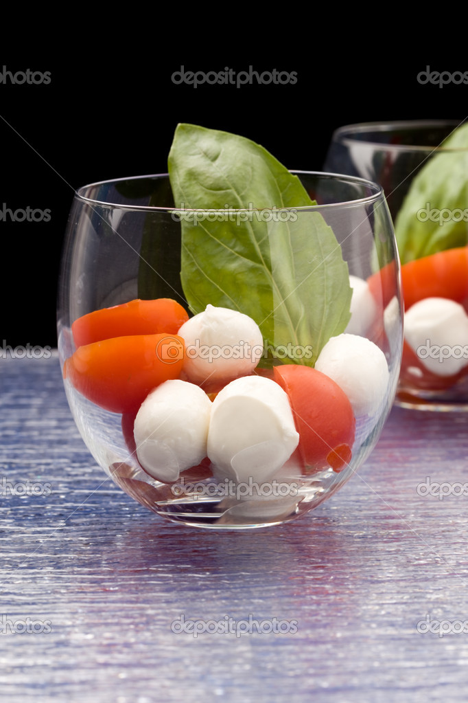tomaten mozzarella vorspeise im glas caprese stockfoto genious2000de 5100786. Black Bedroom Furniture Sets. Home Design Ideas
