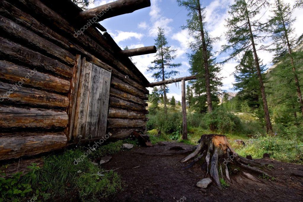 cabane bois cabane d 39 hiver dans les for ts sauvages montagne photographie thepompous 4140452. Black Bedroom Furniture Sets. Home Design Ideas