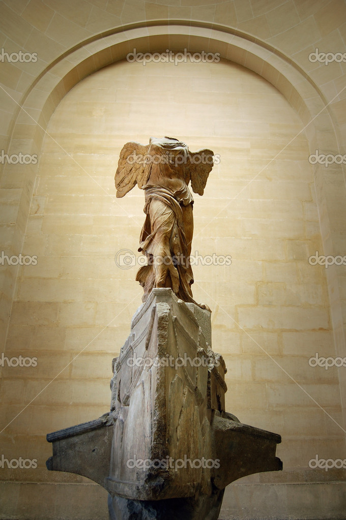 Photo of Nike Victory of Samothrace, Louvre, Paris — Photo by tanjakrstevska