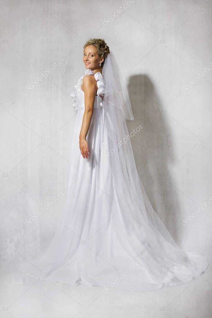 Witte Jurk Op Een Bruiloft.Bruid In Bruiloft Wit Lange Jurk Glimlachen Stockfoto C Inarik