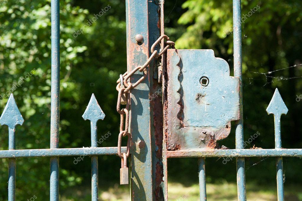Rostigen Zaun Geschlossen Stockfoto C Ivonnewierink 3964184