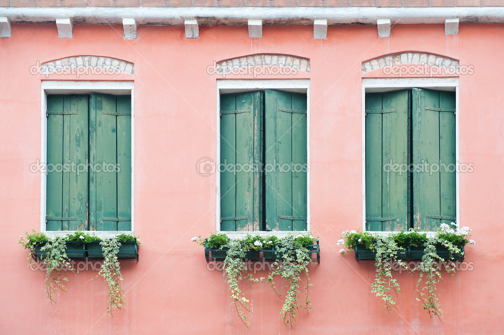 Tre vecchie finestre con persiane foto stock arievdwolde 4248027 - Finestre con persiane ...