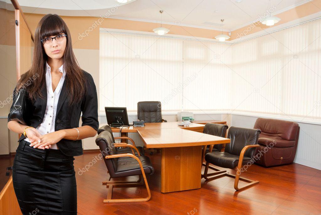 Фото женщины в офисе 31476 фотография