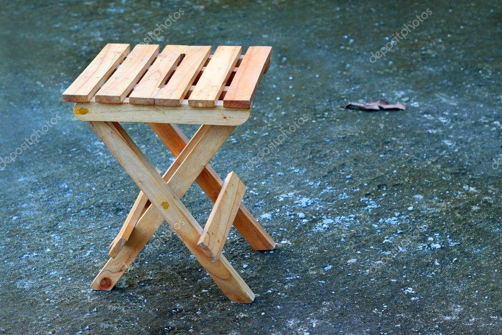 Sgabello basso pieghevole in legno massello rips by conceito casa