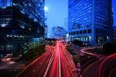 Fotografia sentiero di luce a strada trafficata