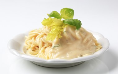 Spaghetti with creamy sauce