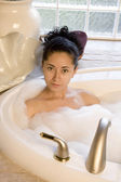 Photo Woman taking bubble bath