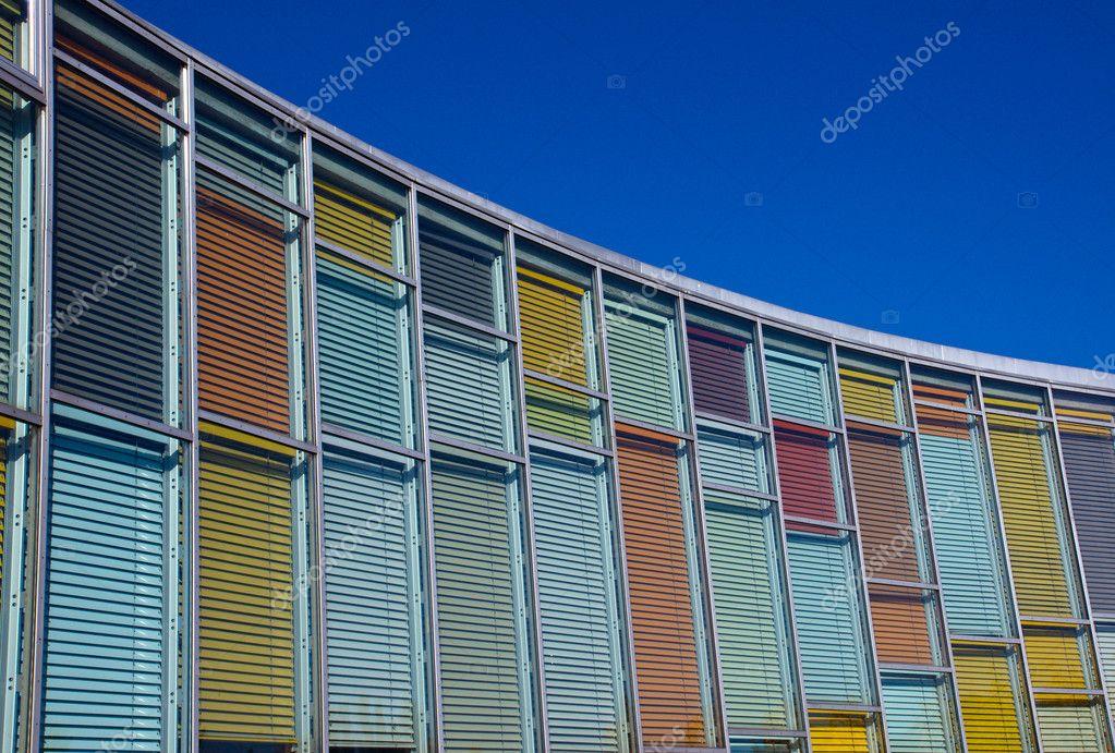 Glasfassade bunt  Bunte Glasfassade — Stockfoto © elxeneize #4122681