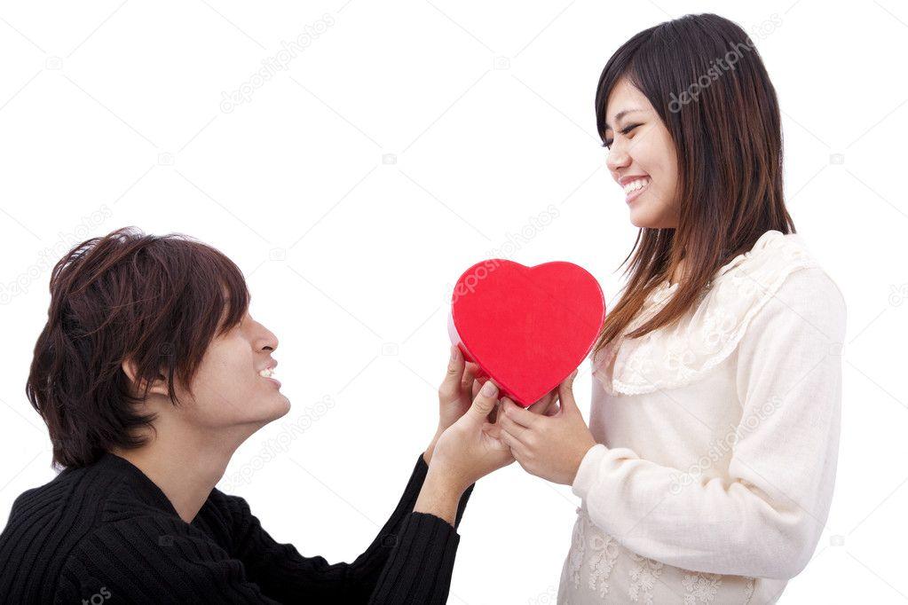Datierung eines jüngeren asiatischen Mannes
