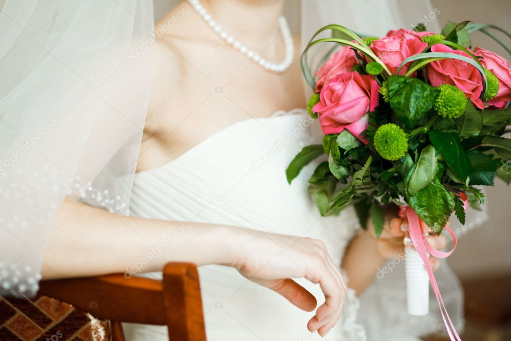 Букет невесты нельзя выпускать из рук, свадебный