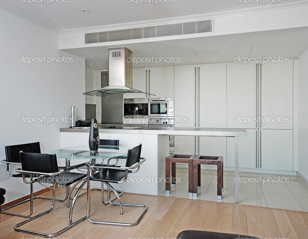 Cozinha Moderna Com Mesa De Jantar Fotografias De Stock Jrphoto