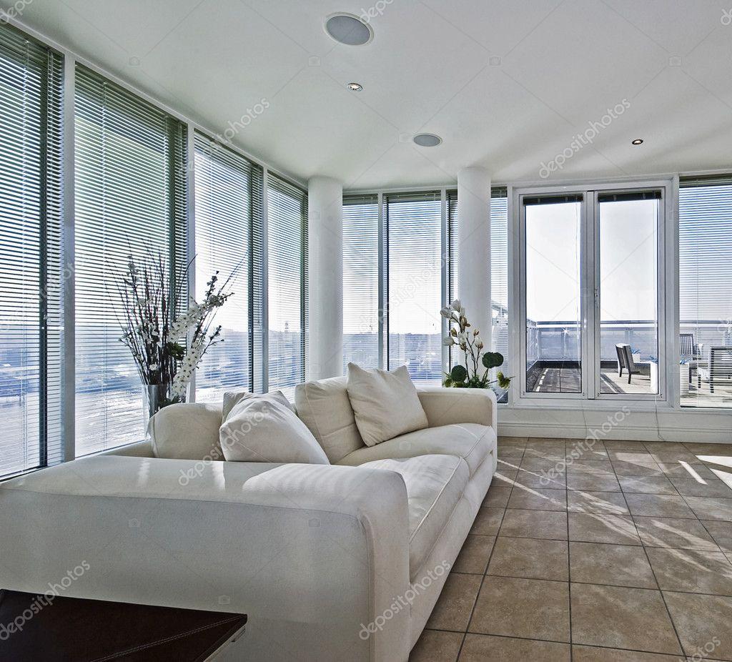 woonkamer met terracce toegang deur — Stockfoto © jrphoto #5202898