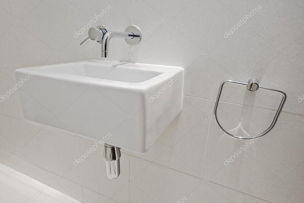 lavabo de petite taille photographie jrphoto 5202967. Black Bedroom Furniture Sets. Home Design Ideas