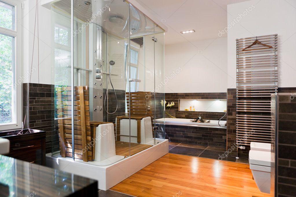 Mooie Moderne Badkamers : Mooi interieur van een moderne badkamer u2014 stockfoto © igorborodin