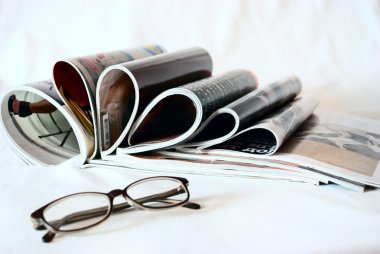 Many magazines are fun to lie on the table with glasses