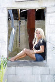 Fotografie Beautiful Blonde at an Abandoned House (4)