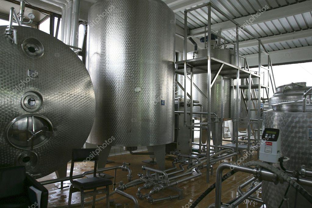 Industrial liquid storage tanks