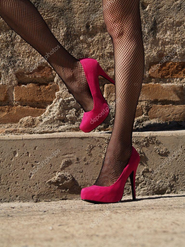 Смотреть женские ноги