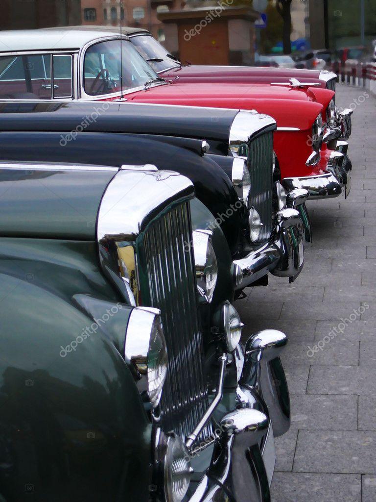 Vintage cars bonnets line – Stock Editorial Photo © olejnik #4413105