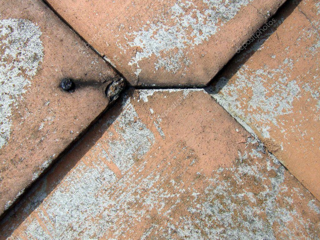 Eternit amianto vecchie piastrelle u foto stock tupungato