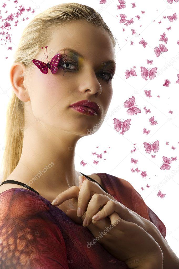 759a68cbba33 Όμορφη γυναίκα στον μοντέρνο φόρεμα με δημιουργική μακιγιάζ με πεταλούδα  στο πρόσωπό της — Εικόνα από ...