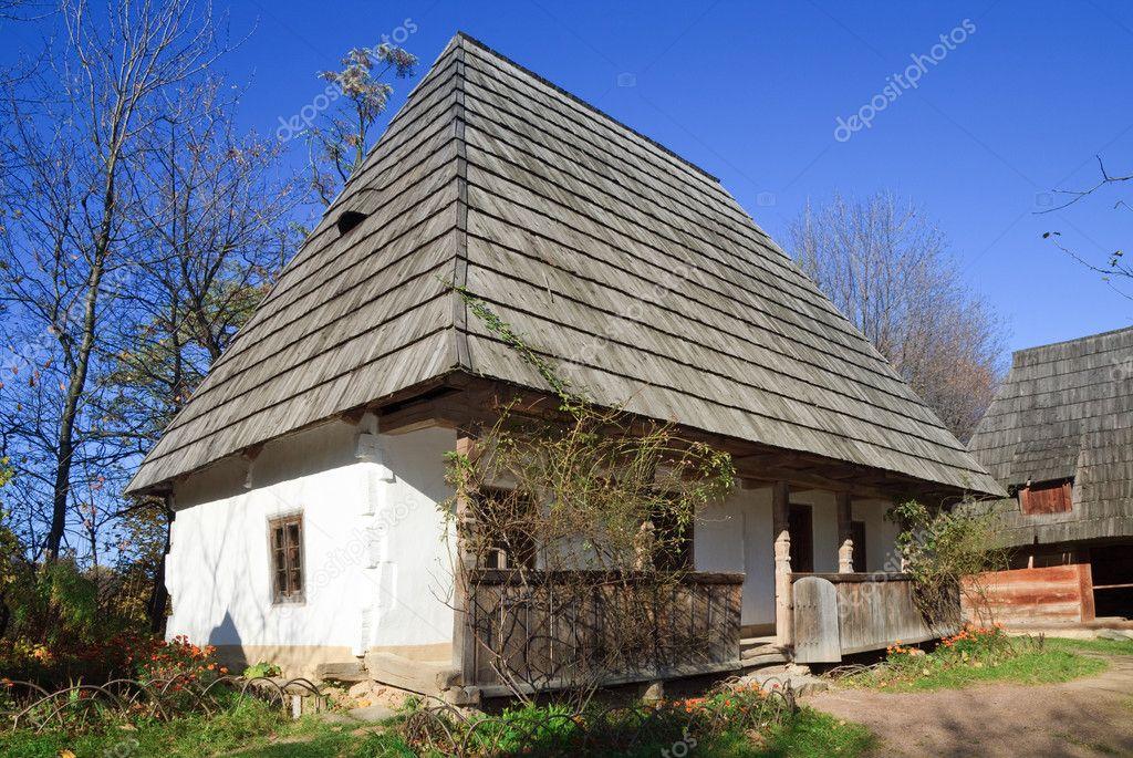 De Oude Boerderij : Land van de oude boerderij met huis u stockfoto wildman