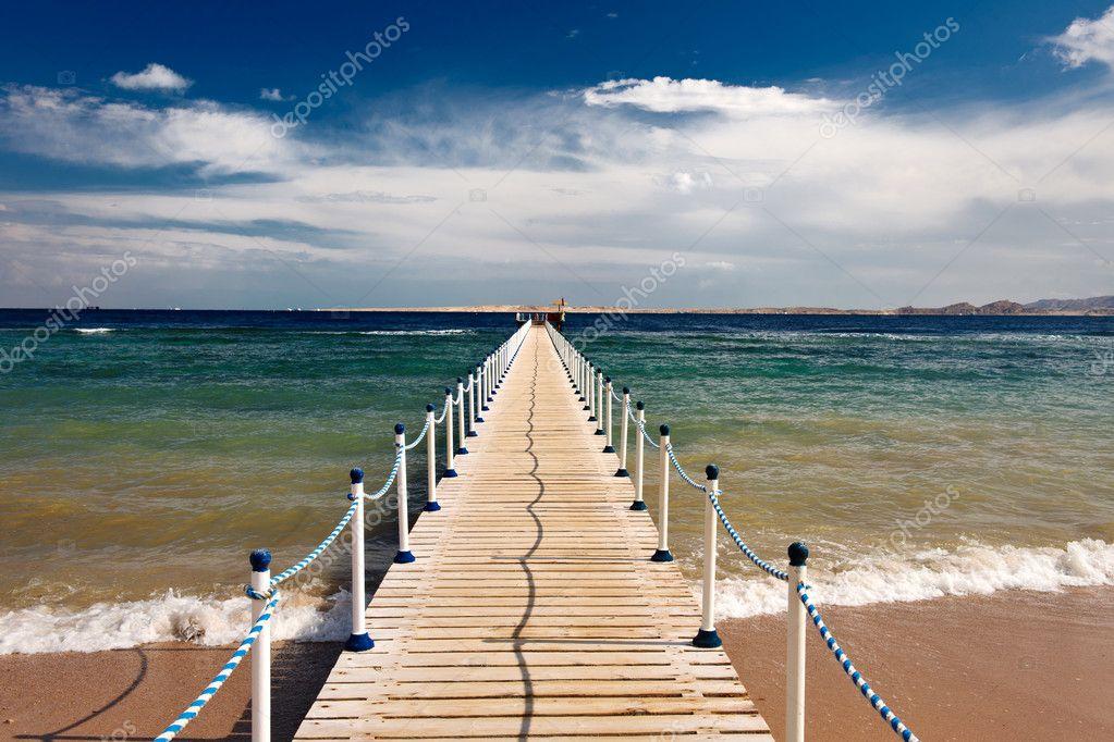 Sea pontoon