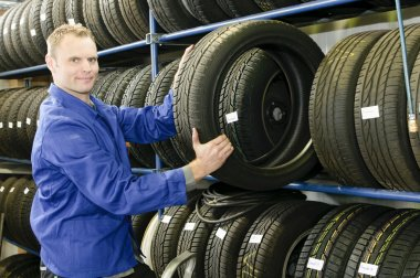 Car mechanic with tire