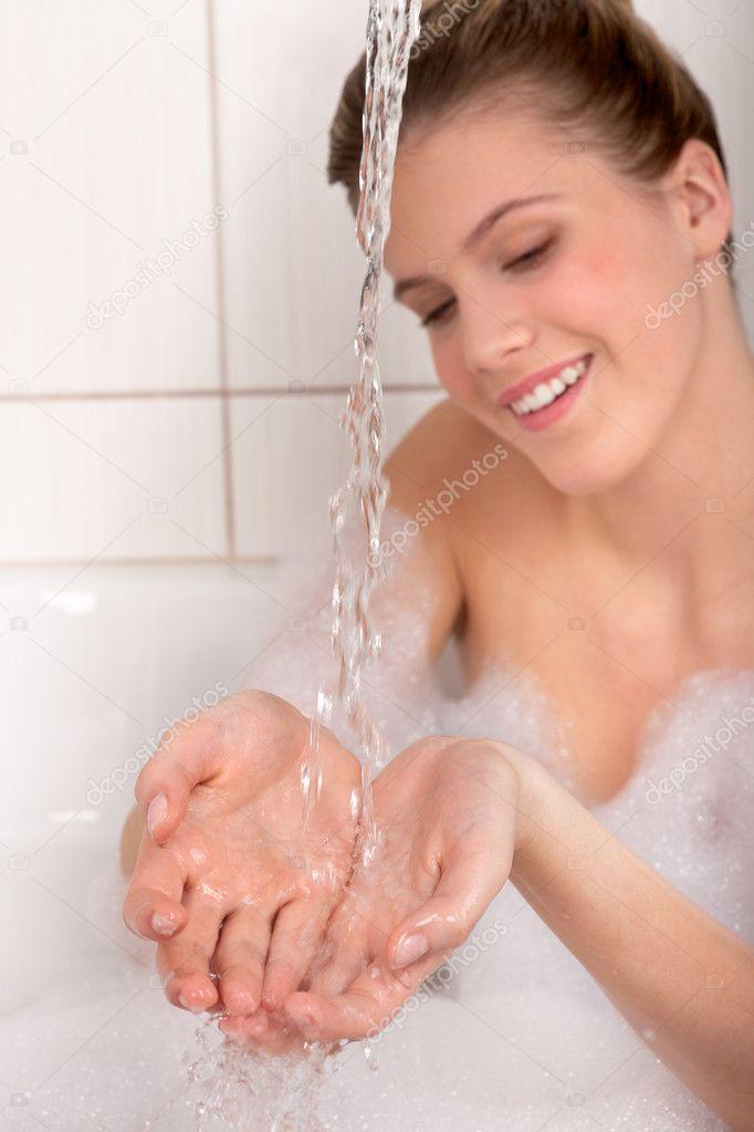 струя воды из влагалища вендетта
