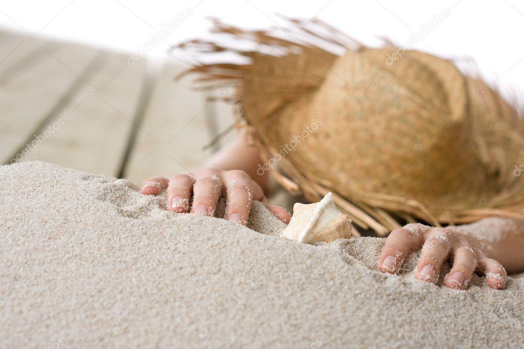 Mujer Desnuda Tomando El Sol En La Playa Foto De Stock