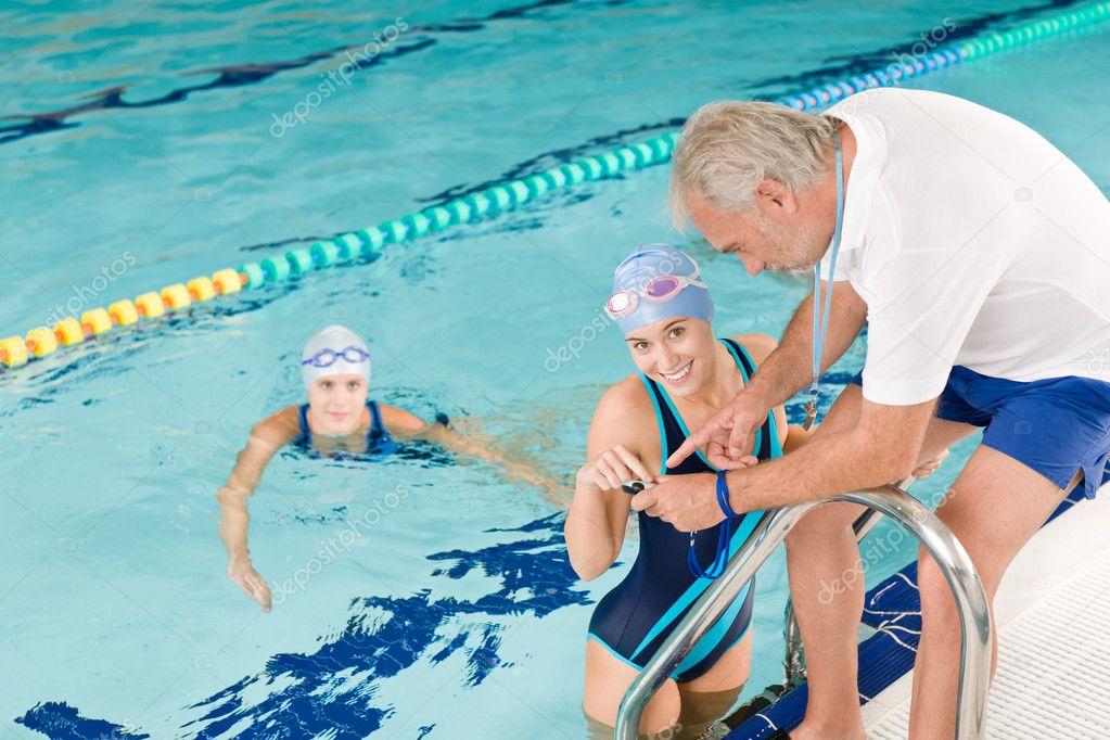 конечно, я ваш новый тренер по плаванию картинка думают, что