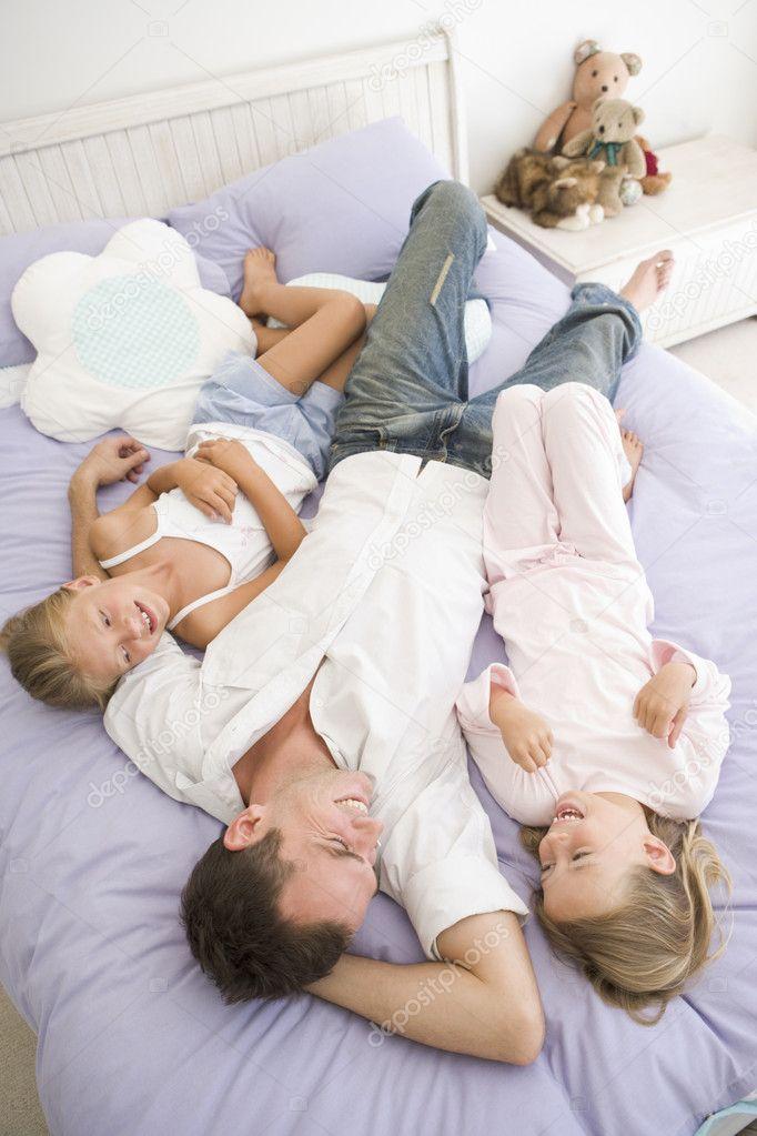 С онлайн в папашей постели