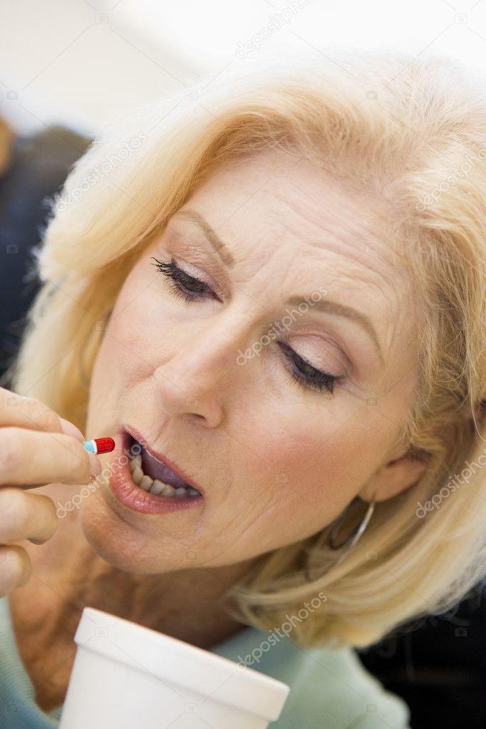 Женщину зрелую в выебал рот