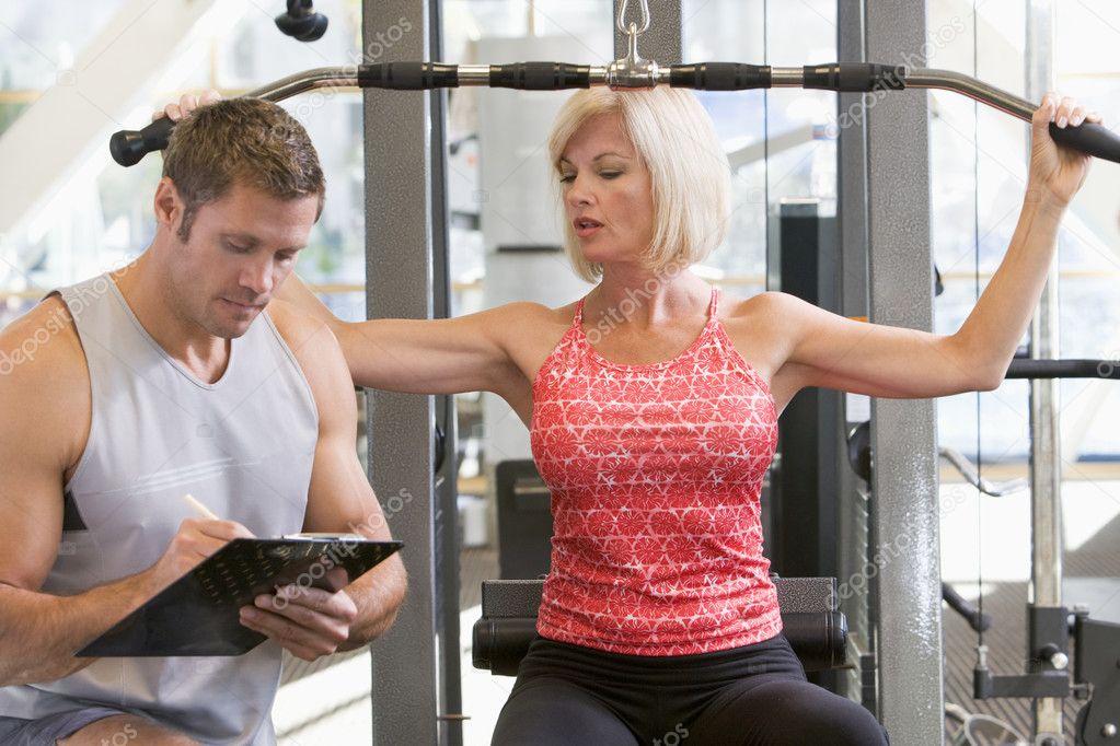 Фото белла зрелые женщины в спортзале
