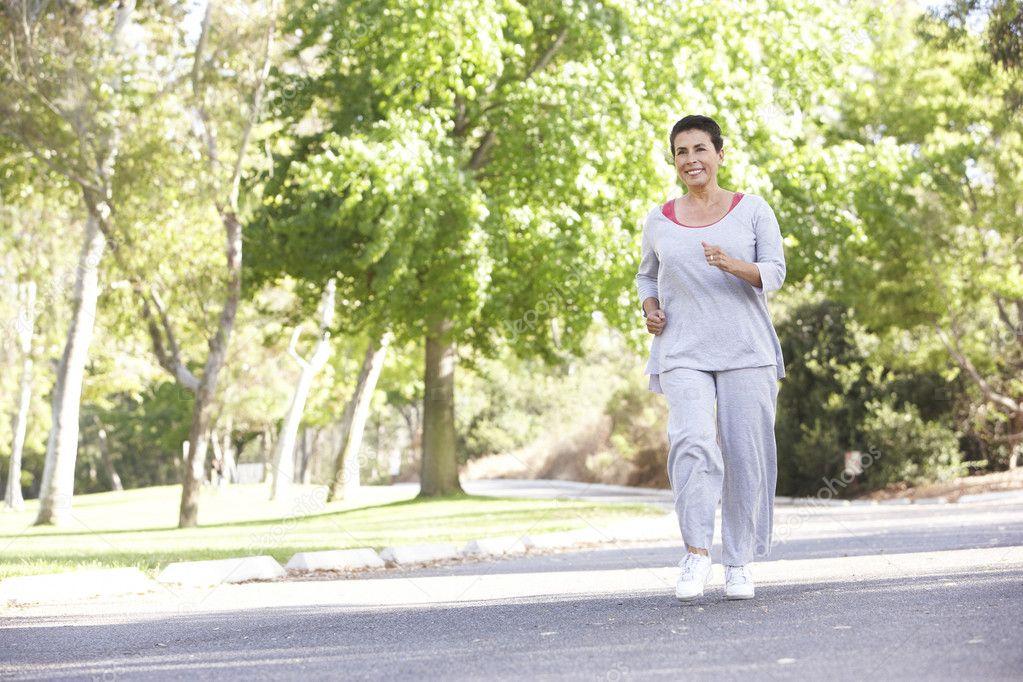 они когда зрелая женщина на пробежке видео жизнь сколько себя