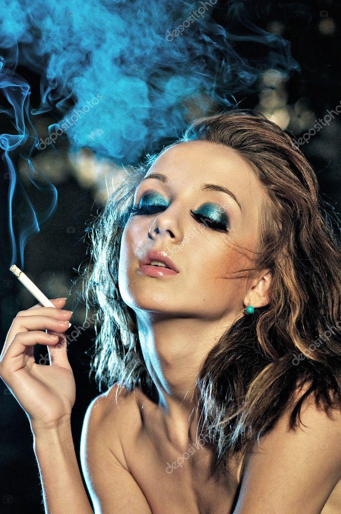 Hot girls that smoke