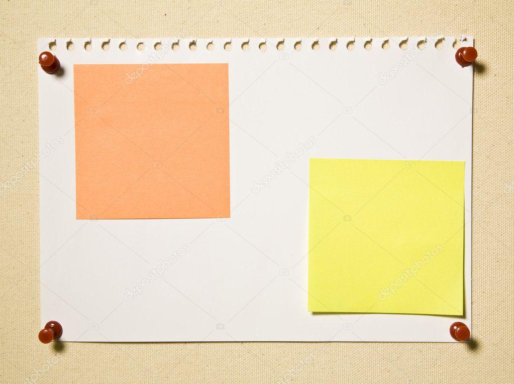 Página de bloc de notas con notas de color — Fotos de Stock ...