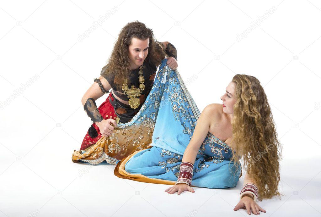 Подсмотреть как раздеваются женщины