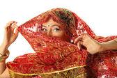 zralá žena v kroji indické